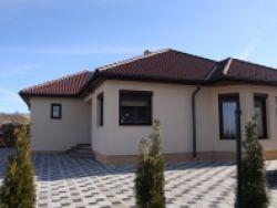 Bauris Ház kft.családi ház, energiatudatos, építőipar, ingatlanberuházás, kulcsrakész építés, szerkezetkész, tervezés